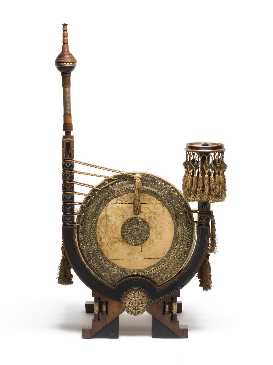 trono_sedia_carlo-bugatti_mobili_pergamena-retro